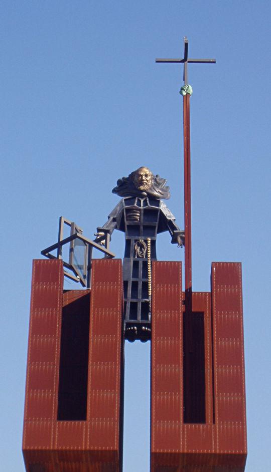 Statua di Padre Pio alla Rotonda dei Pentri a Benevento