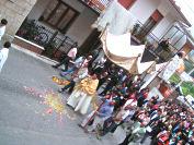 I fiori calpestati dalla processione