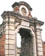 Arco di accesso a Villa Casselli